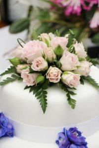 Wedding cake for Trend & Thomas Estate Agents